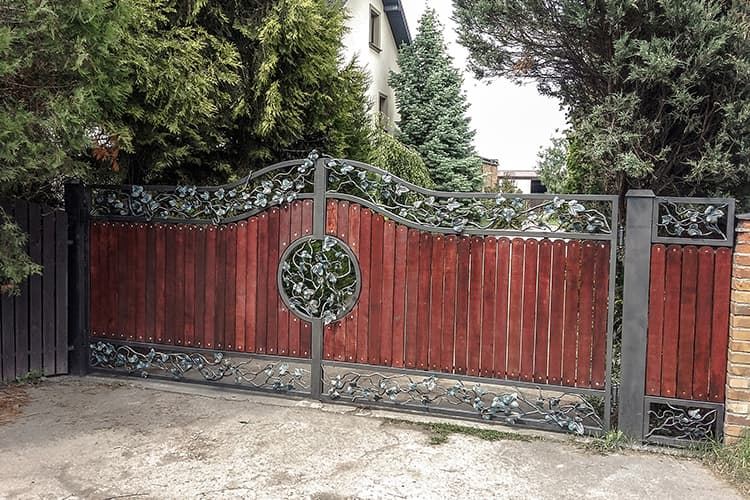 entry gate - forged steel and alder wood - Warsaw Janki